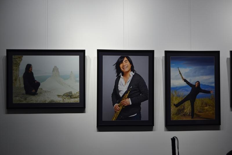 Уникальные фотографии Батырхана Шукенова представили на выставке «Batyr.Live»