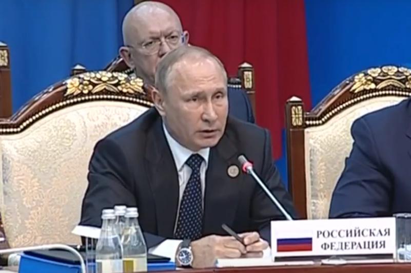 Путин: Крым присоединился к России в результате волеизъявления людей, проживающих на этой территории