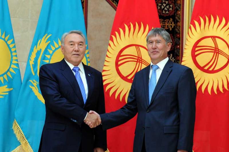 Назарбаев поздравил Атамбаева с юбилеем