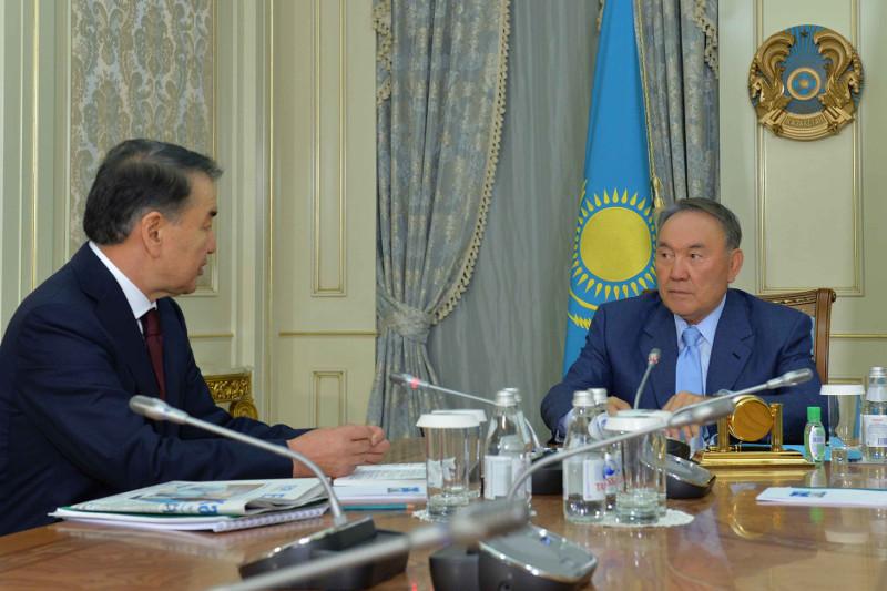 纳扎尔巴耶夫总统接见高院院长海拉特•麦米
