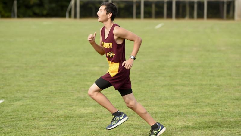 Усыновленный американцем казахстанец-инвалид бегает дистанцию в 5 км