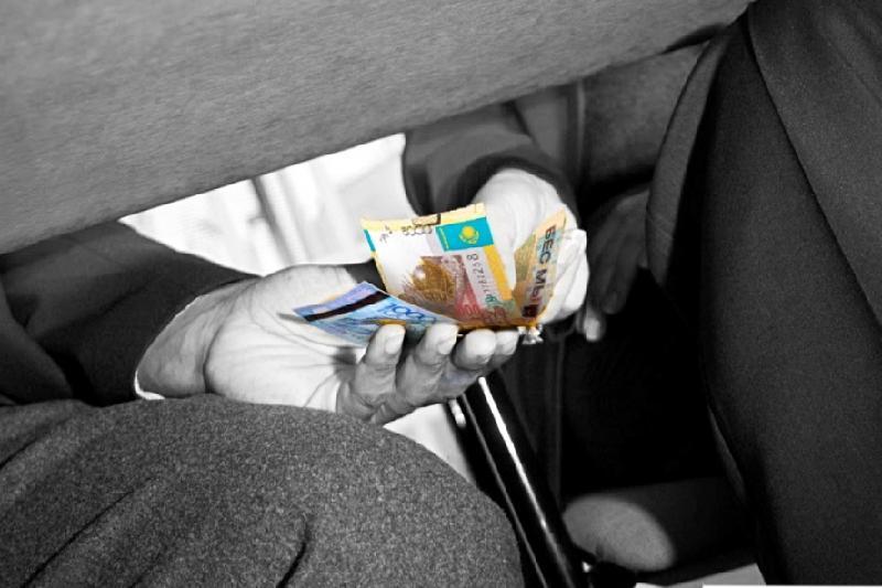 Қазақстан журналистерінен ақша бопсалаған тәжік милиционерлері жұмыстан кетті