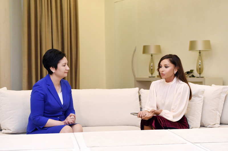 Первая леди Азербайджана высоко оценила достижения Казахстана