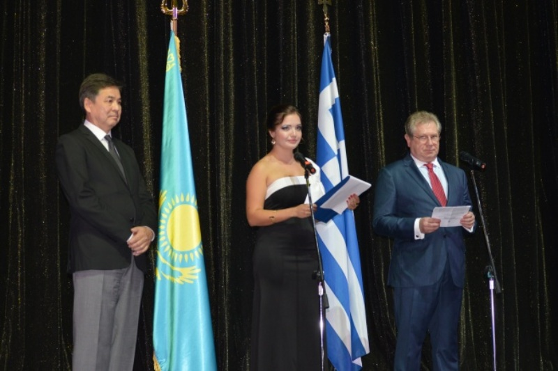Артисты ГАТОБ имени Абая выступают в Греции
