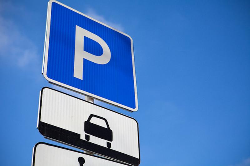Платные парковки Астаны будут безвозмездными в определенные дни и время