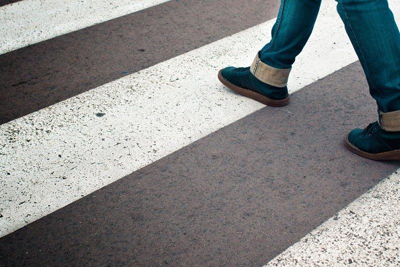 Полицейский сбил двух пешеходов в Атырау