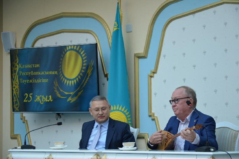 Алтынбек Коразбаев представил свое творчество бакинцам