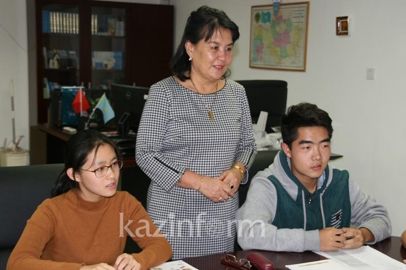Около 90 китайских студентов обучаются в пекинском «Центре Казахстана»