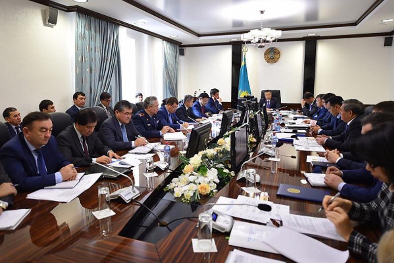 Аким ЮКО раскритиковал работу шымкентских чиновников