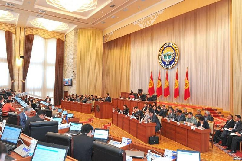 Парламент Кыргызстана одобрил законопроект о конституционном референдуме