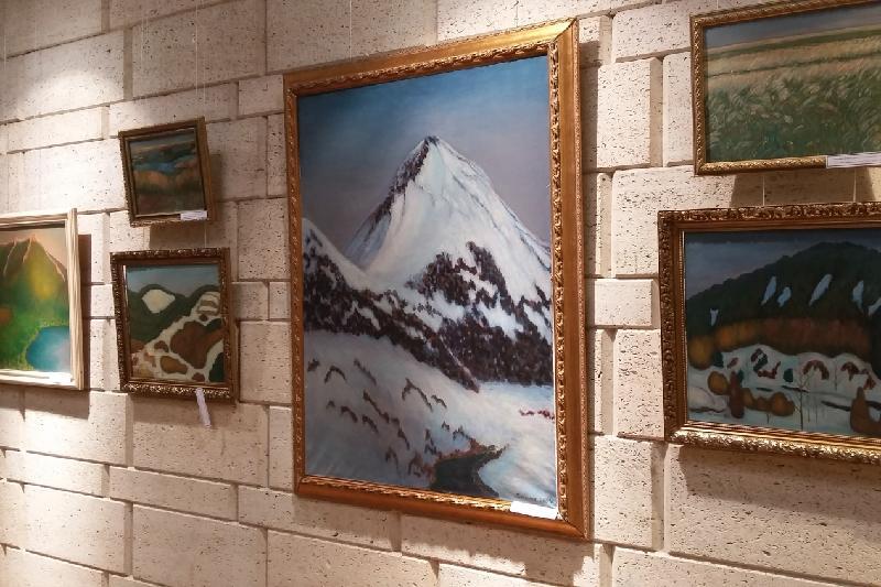 Более 80 работ художника Бегенова представлены в Алматы