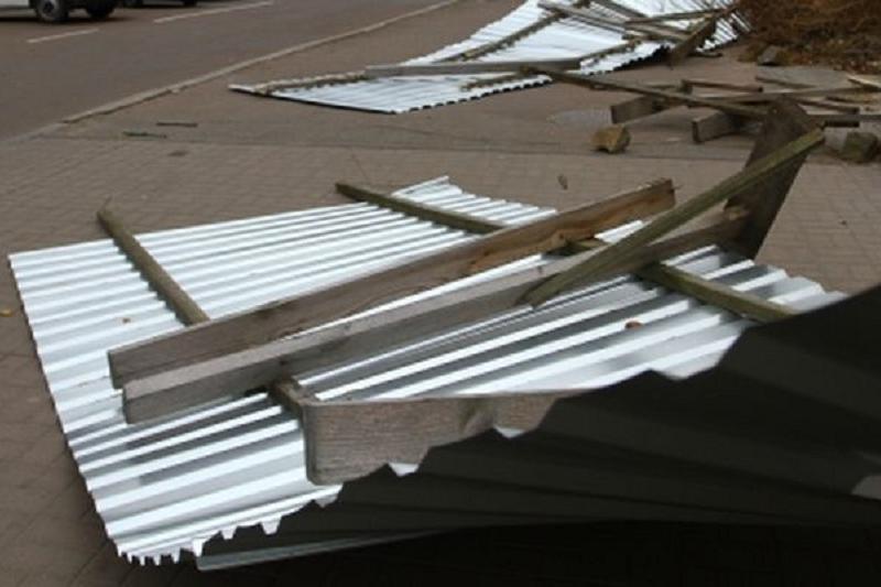 Из-за непогоды в Шымкенте подтопило 2 дома и сорвало крышу с многоэтажки