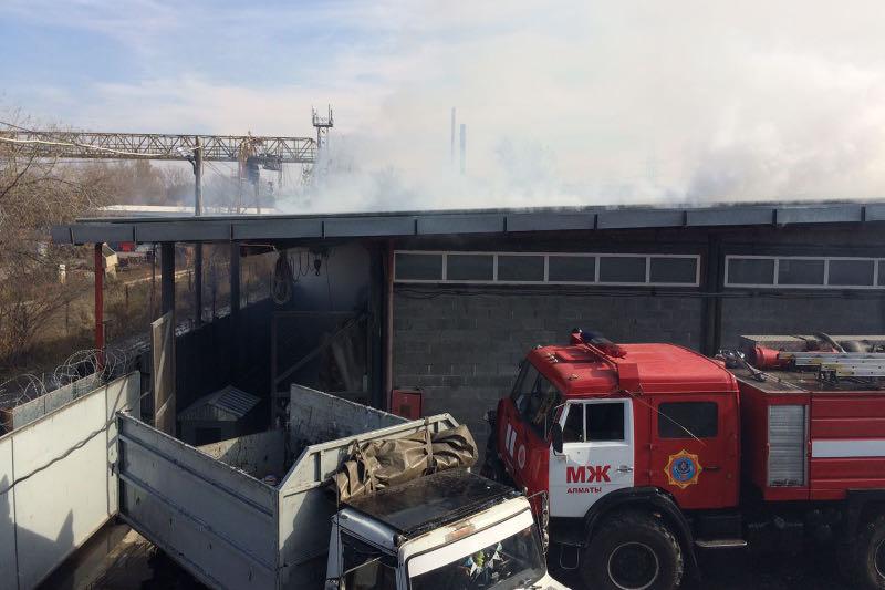 Пожар на складах в Алматы ликвидирован