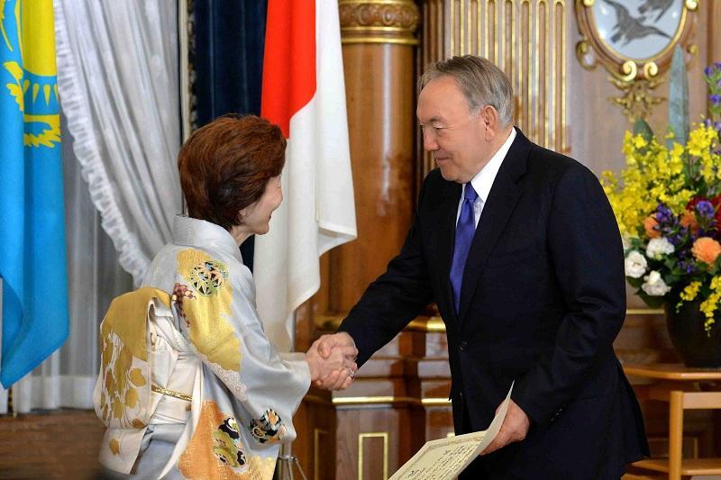 Назарбаеву вручили специальную премию культуры мира