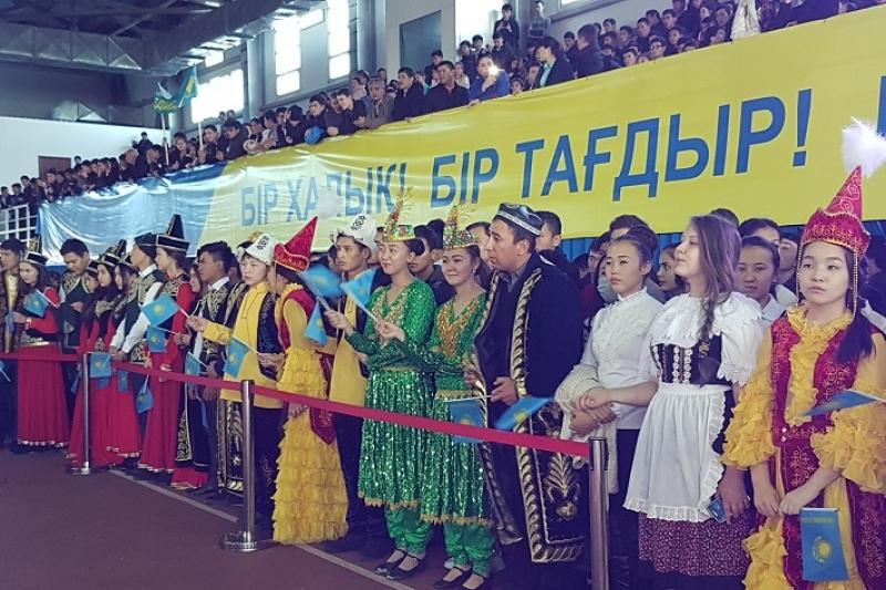 Жители ЮКО приняли участие в акции «Менiң елiм - Мәңгілік Ел»»
