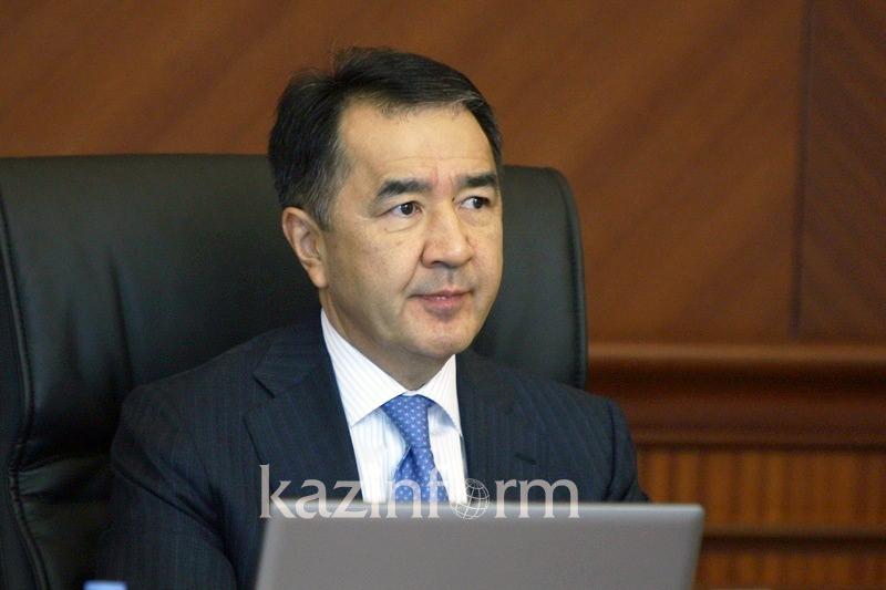 萨金塔耶夫:政府预算与石油价格关系密切