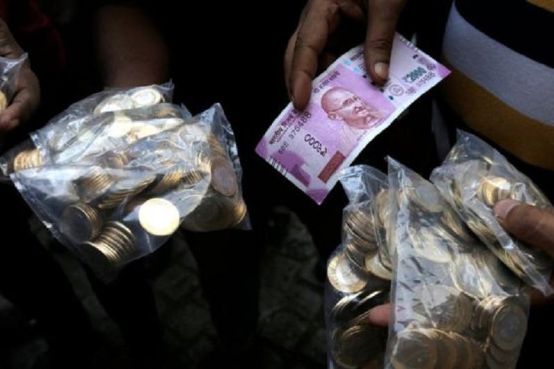30 долларами ограничили обмен валюты  в Индии