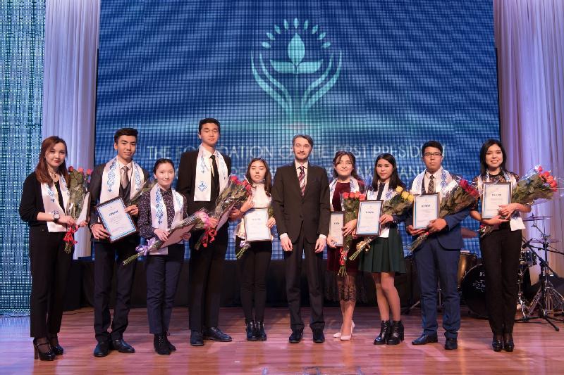 80 студентов стали стипендиатами Фонда Первого Президента РК
