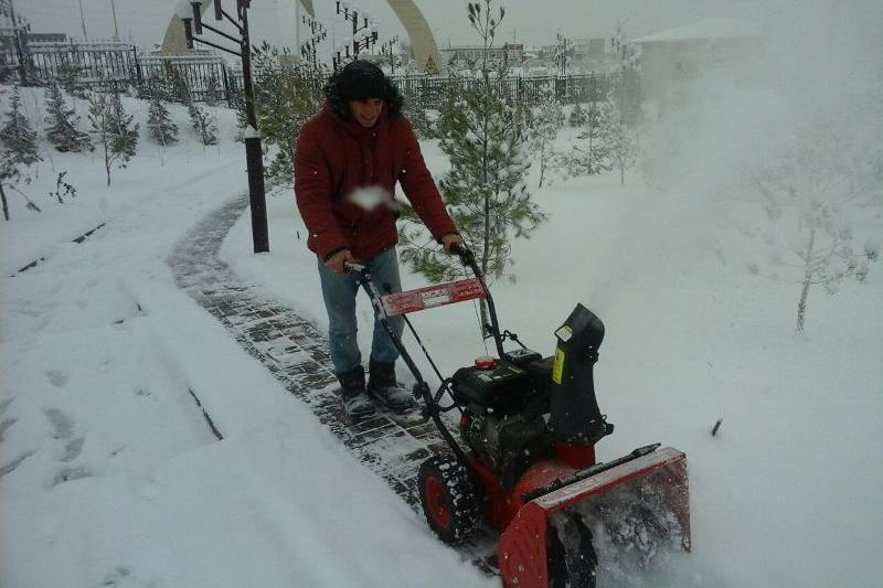 Около 90 единиц спецтехники расчищают улицы Шымкента от снега