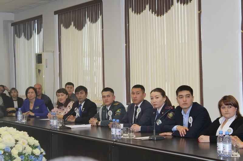 6 североказахстанцев получили благодарности акима за пропаганду полиязычия