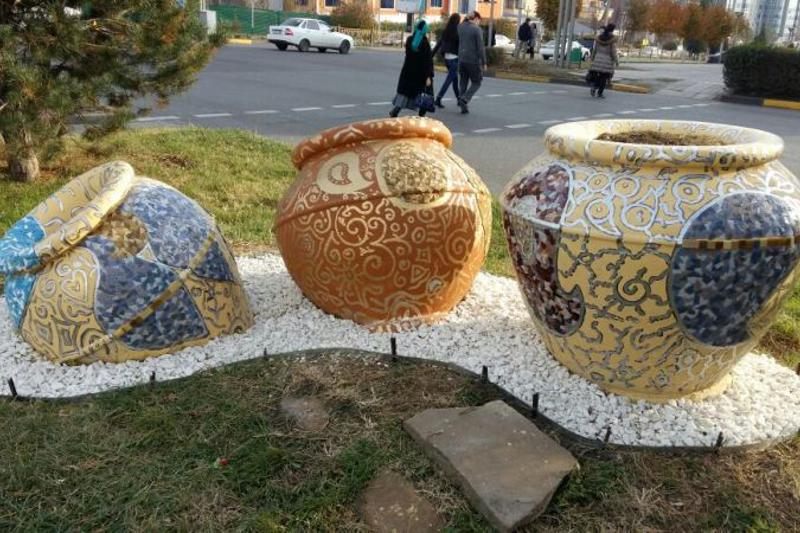 Уличные арт-объекты реконструировали в Шымкенте