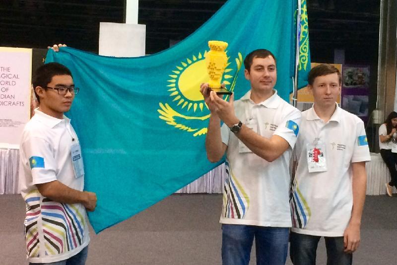 Команда Казахстана получила в Индии премию LEGO за орбитальный спутник
