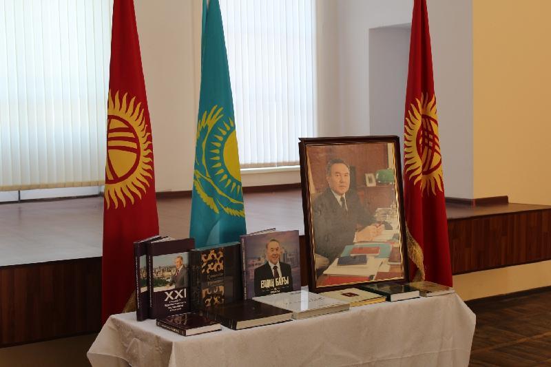 Вклад Назарбаева в становление Казахстана рассмотрели в Бишкеке