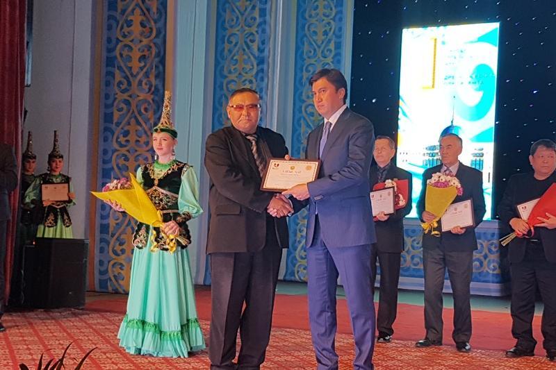 В канун Дня Первого Президента в Шымкенте наградили лучших в профессии