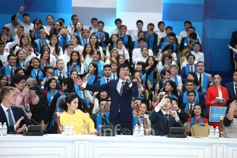 Қайрат Нұртас Назарбаевқа деген халықтың ыстық ықыласын әнмен жеткізді