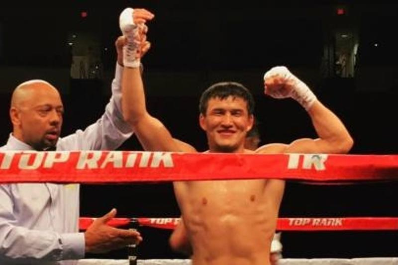Қазақстандық боксшы Уәлиханов кәсіби бокста алғаш рет жеңіске жетті