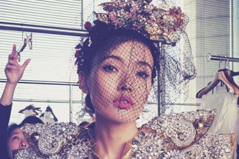Қазақстандық модель Dolce&Gabbana жабық көрсетілімінің подиумына шықты