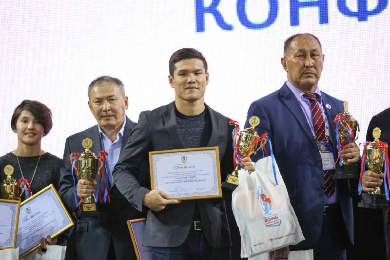 Данияр Елеусінов 2016 жылдың ең үздік боксшысы атанды