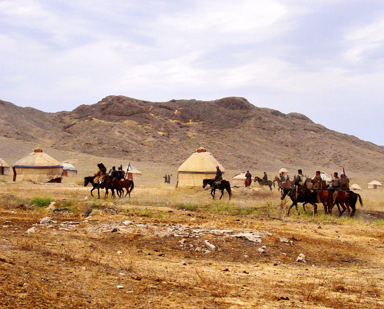 Моңғолияда көшпелі қазақтардың қыстауын видеоға түсірді