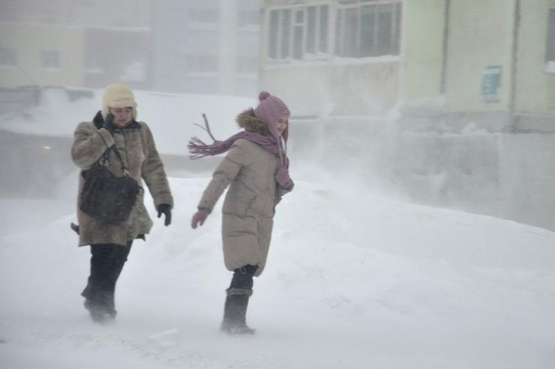 Ураган в Жамбылской области снес крыши нескольких зданий