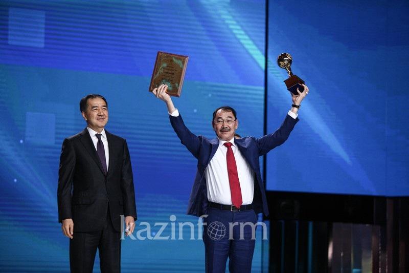 Сагинтаев вручил награды обладателям премий Президента РК