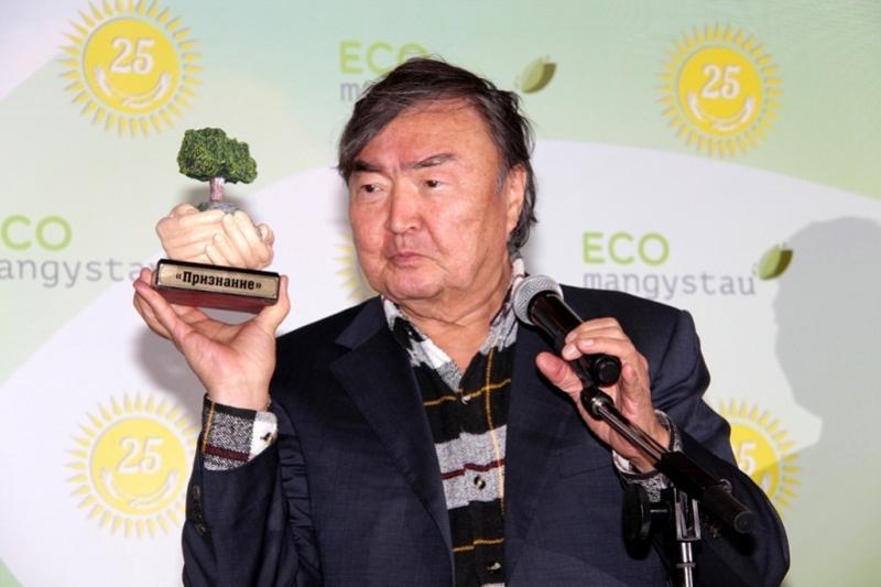 Олжас Сулейменов и Алик Айдарбаев награждены в Актау за охрану природы