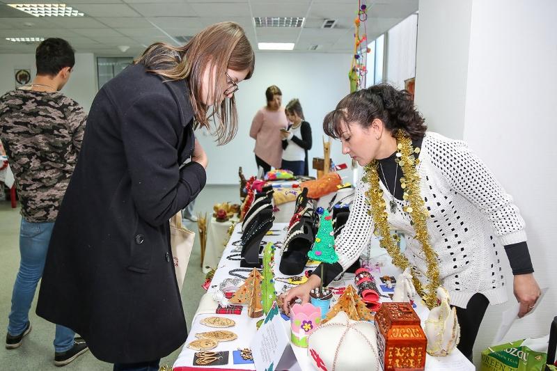 Предновогодняя ярмарка уникальных детских работ прошла в Алматы