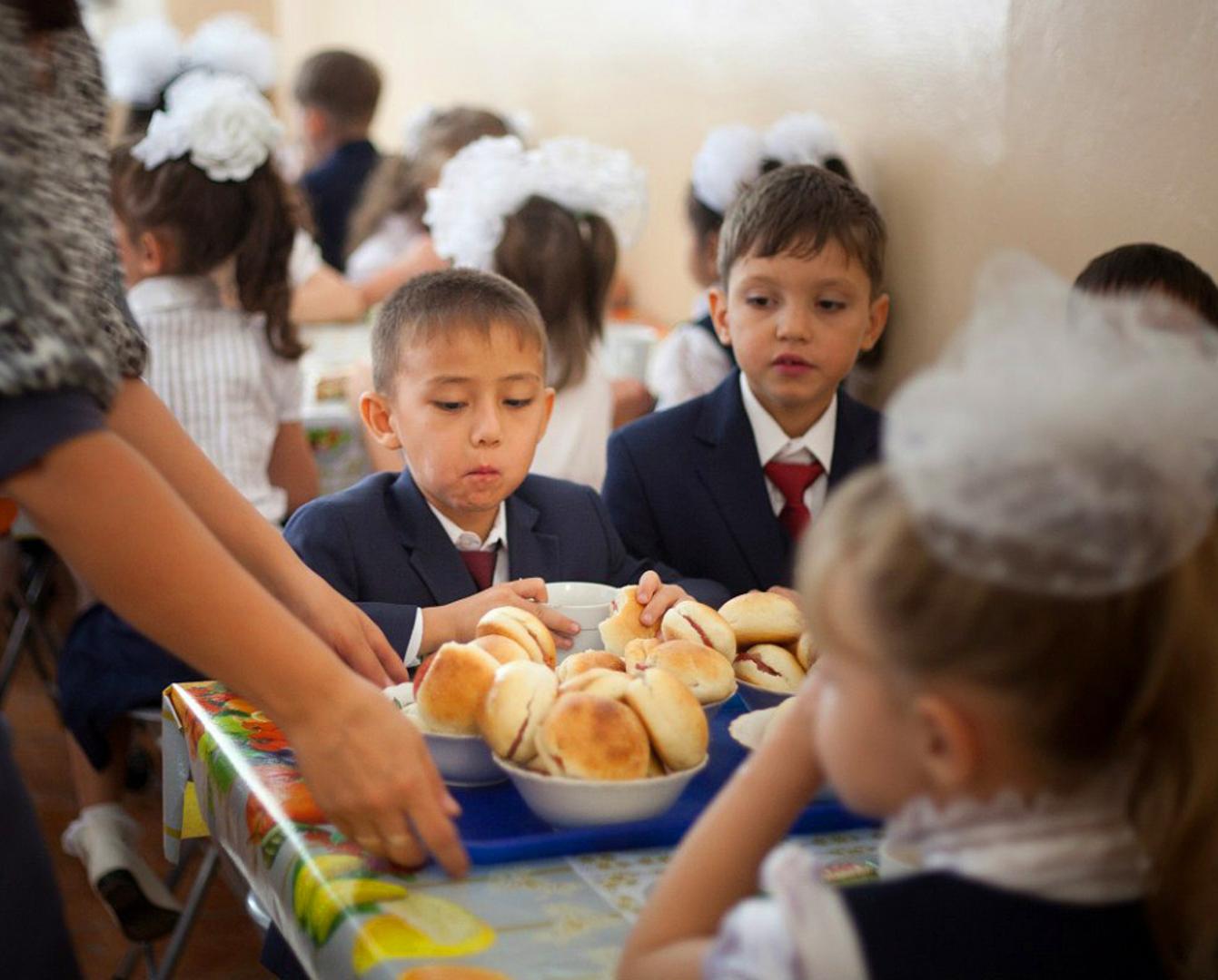 2 млрд тенге на горячее питание школьников выделили в Атырауской области