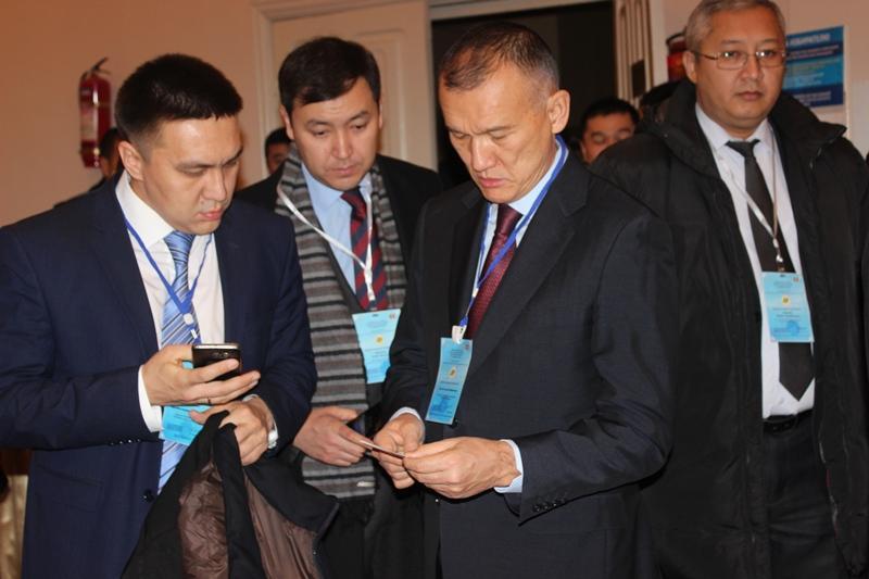 Глава ЦИК Казахстана оценил оснащенность избирательного участка в Бишкеке