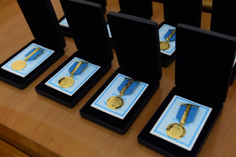 Алматинцам вручили медали «Желтоқсанның 30 жылдығы»