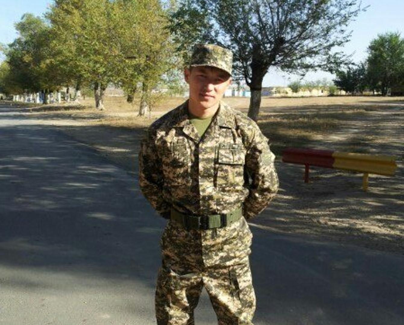 Военнослужащий спас трех девушек при пожаре в Алматы