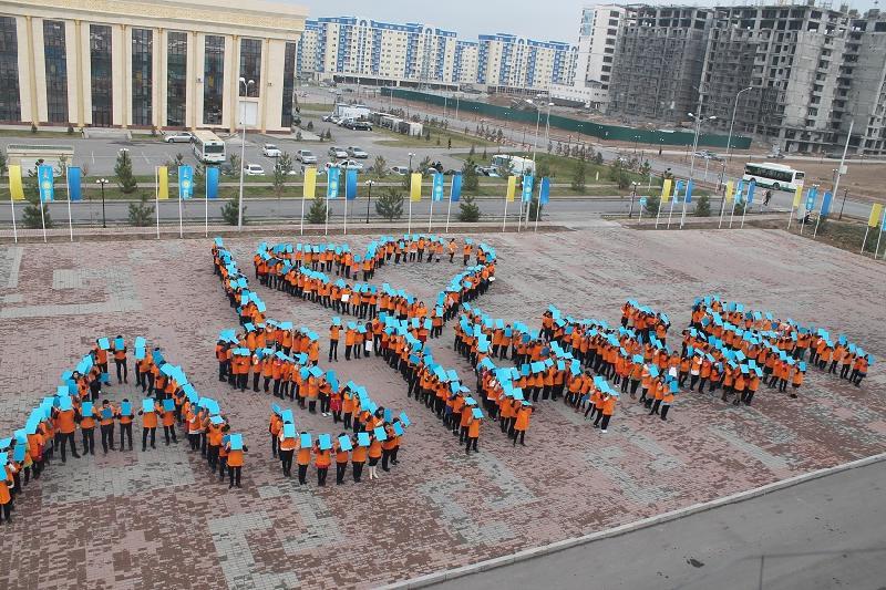 Шымкентте 500 оқушы сап құрап, «I Love Astana» сөзін бейнеледі