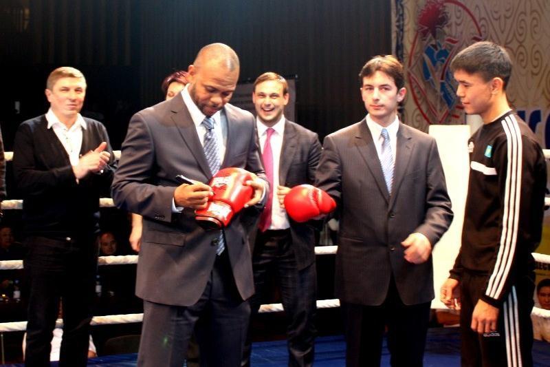 Әлемге әйгілі боксшы Рой Джонс Қарағандыға келеді