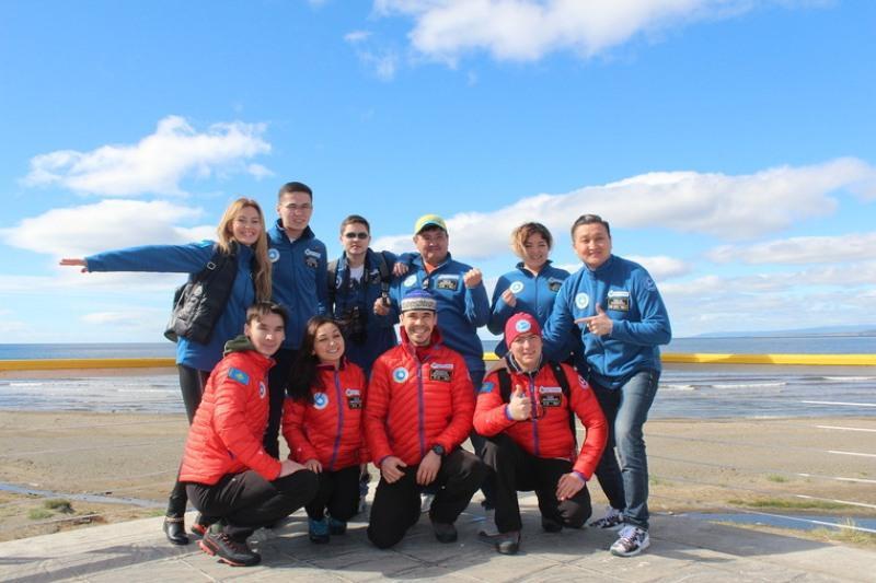 Альпинисты и блогеры поздравили Казахстан с 16 декабря из Антарктиды и Аргентины