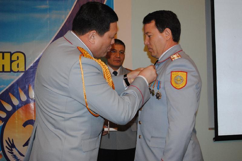 Акмолинских полицейских наградили медалями к 25-летию Независимости РК