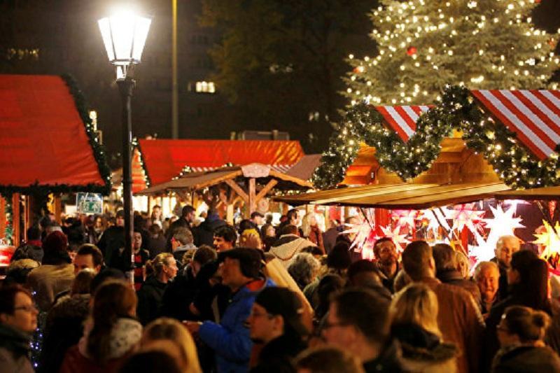 Грузовик въехал в рождественскую ярмарку в Берлине