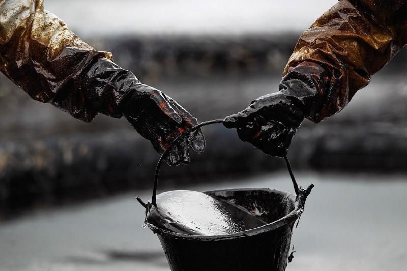 Скважины с вытекавшей нефтью  законсервируют в Атырау