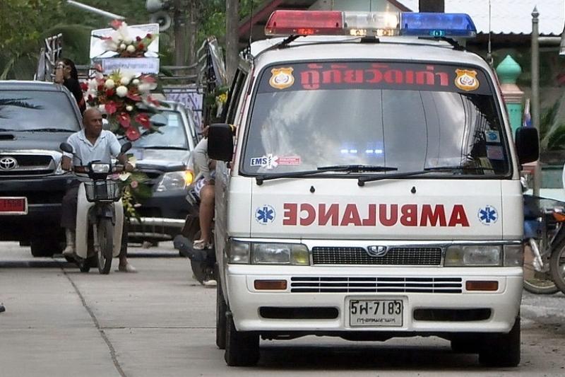 Тайландта қазақстандықтар мінген автобус аударылып қалды