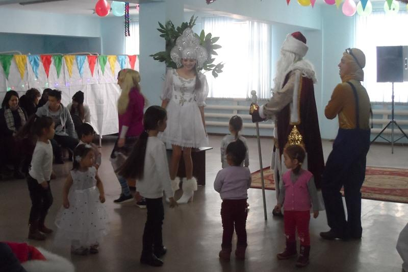 В Алматы осужденные устроили новогодние утренники для своих детей