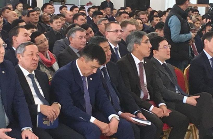 Засыпающих на собраниях чиновников невозможно привлечь к ответу